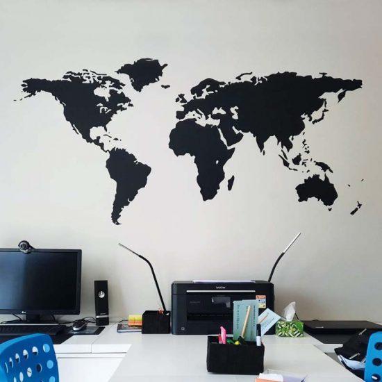 muursticker wereldkaart zwart