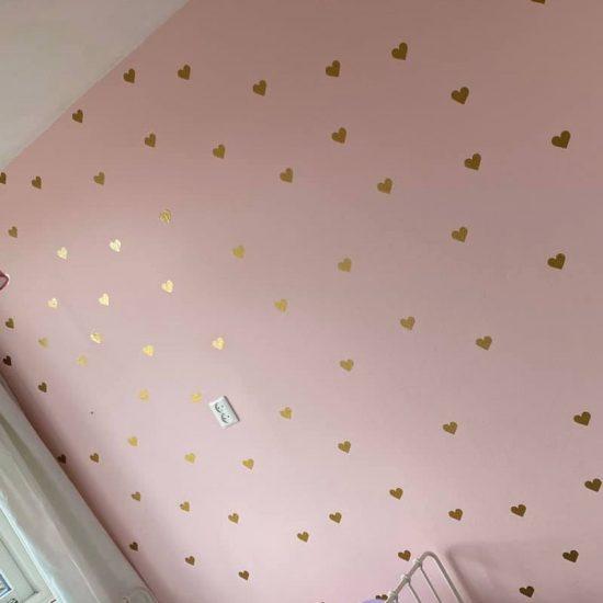 muursticker hartjes diy ideeen goud verf kinderkamer meisjeskamer inspiratie leuk goedkoop