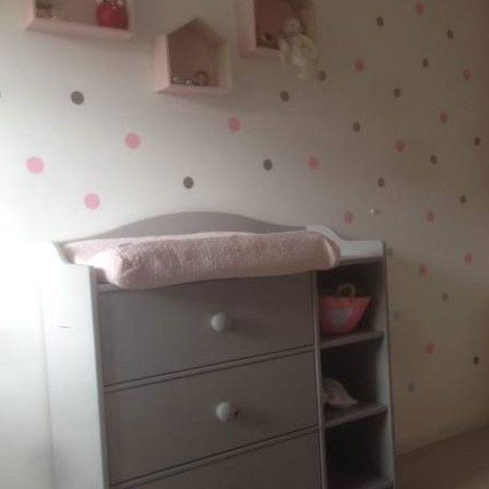 stippen-cirkel-muurstickers-rondjes-stickers-wand-roze-bruin-wit