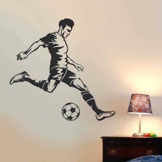 voetballer-schiet-op-goal-muursticker-zwart-footballer
