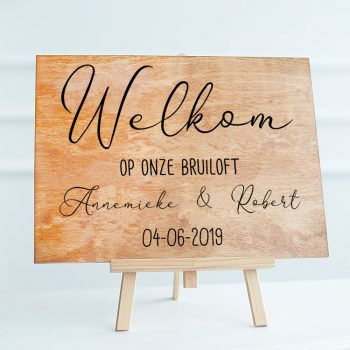 welkom-op-onze-bruiloft-sticker-hout-raam-muur-trouwsticker